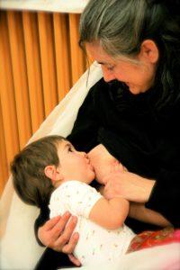 Amamantando Bebe